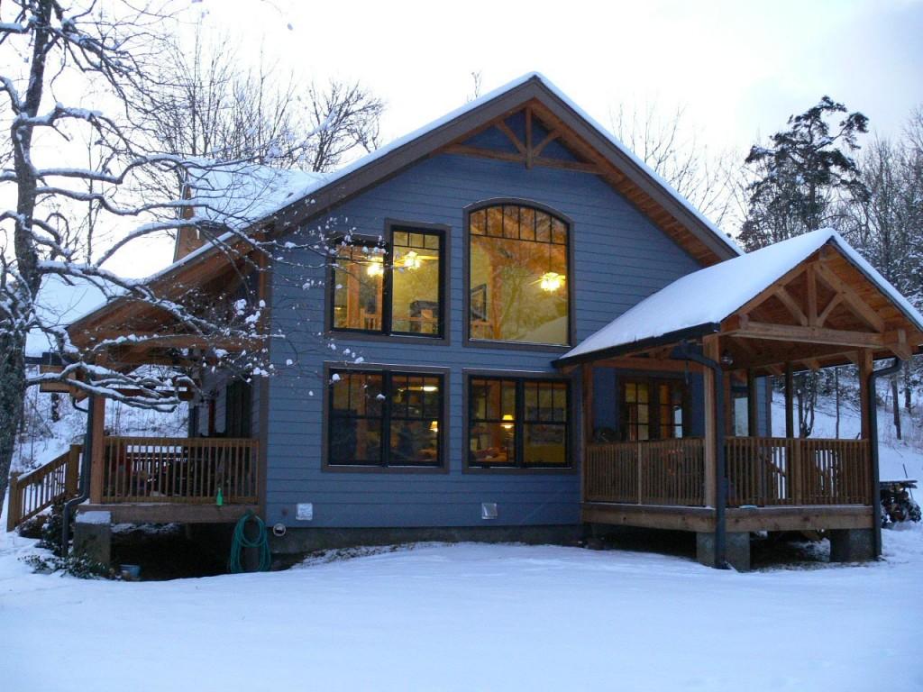 Дом из СИП панелей зимой