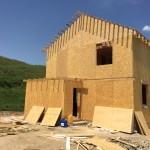 Фотографии строительства дома из SIP-панелей в Долане